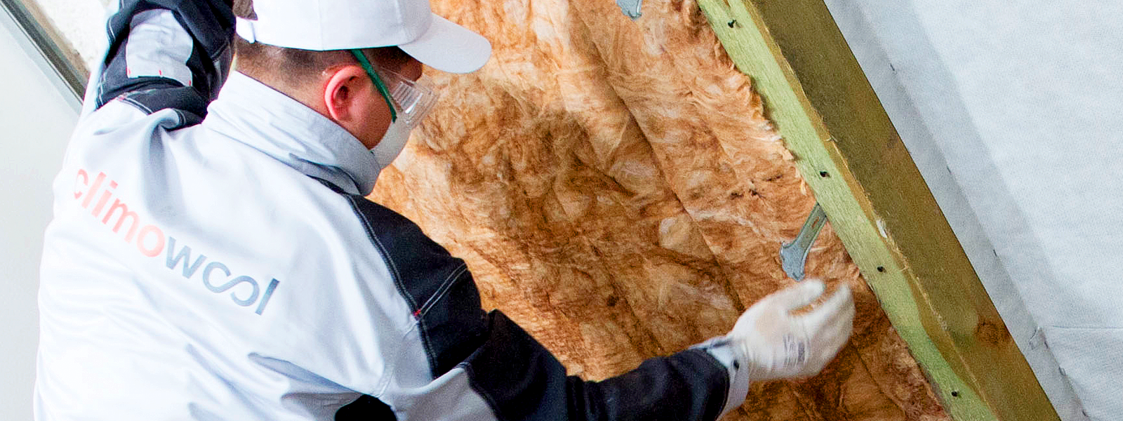 worker setting climowool product